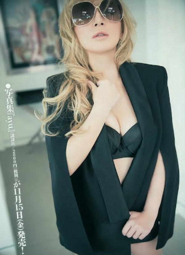 Hamasaki_Ayumi_Young_Magazine_03