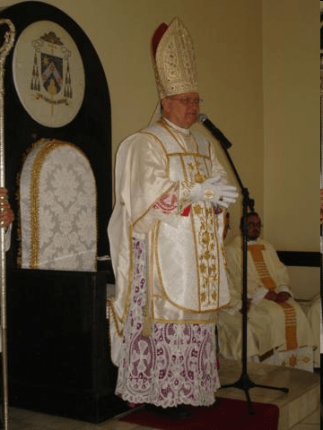 Dom Fernando Guimarães, bispo diocesano de Garanhuns.