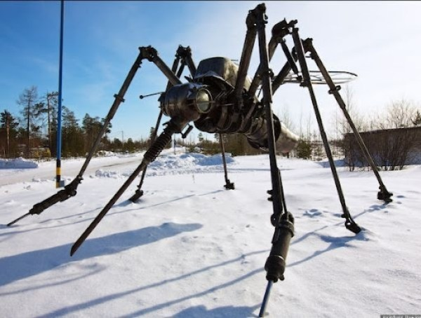 mosquito-sculpture-from-cars