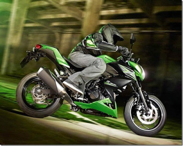 2015-Kawasaki-Z300-016