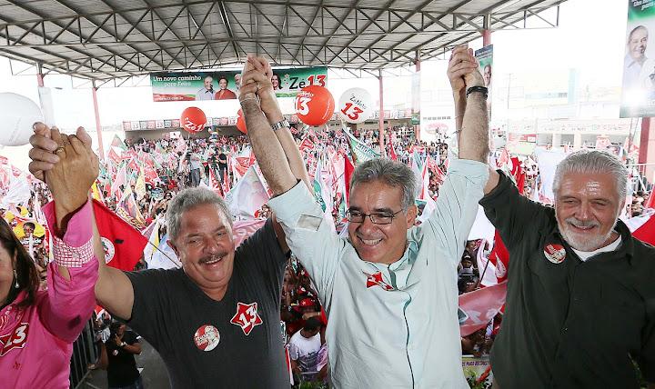 Lula, o candidato petista à prefeitura de Feira de Santana, Zé Neto, e o governador baiano Jaques Wagner. Foto: Ricardo Stuckert/Instituto Lula