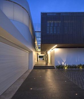 Casa-z-fachada-de-madera
