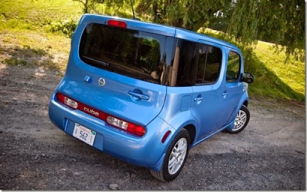 2012-nissan-cube-1-8-s-rear-right-view