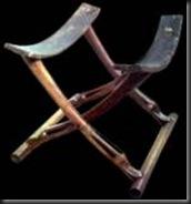 Taburete en madera y cuero, asiento utilizado por todas las clases sociales
