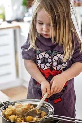 Agnes laver paradisæblesorbet - Mikkel Bækgaards Madblog - 3.jpg