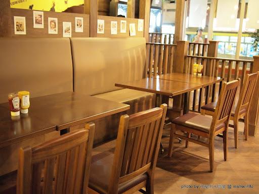 """真的可以吃的很歡樂XD ~ 台中西屯""""HOWDY美式餐廳"""" 區域 午餐 台中市 排餐 晚餐 漢堡 炸雞 美式 西屯區 速食 飲食/食記/吃吃喝喝"""
