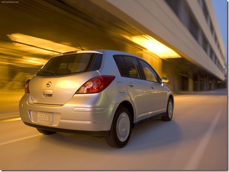 Nissan-Versa_Hatchback_2007_1600x1200_wallpaper_07[2]