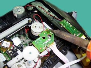 desoldando motor del dvd player