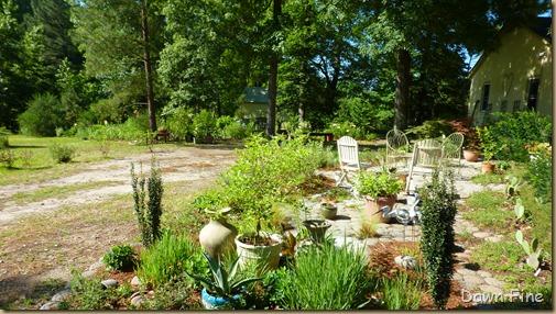 arnd the garden_036