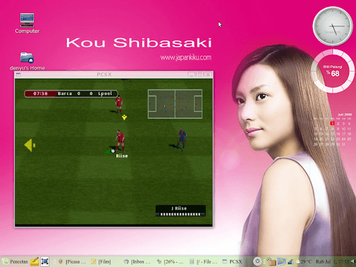 Bermain PSX emulator di LM7 sebenernya bisa full screen tapi biar keliatan aja kalo di Linux