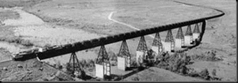 Kereta api bijih besi sepanjang 2 km ini meluncur sejauh 200 km dari Meja ke Pelabuhan Walcott di dekat Dampier. Di sini kereta api tersebut menyeberangi sungai Fortescue dengan muatan 200.000 ton bijih.