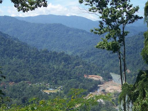 Los ngobes son los duenos originales de estas tierras en la Reserva de la Biósfera La Amistad, donde se pretende desarrollar un conjunto de grandes hidroeléctricas de la Empresa AES y otras companias