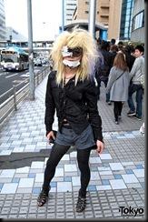 Lady-Gaga-Japanese-Fans-2010-04-18-049-P7413-600x903