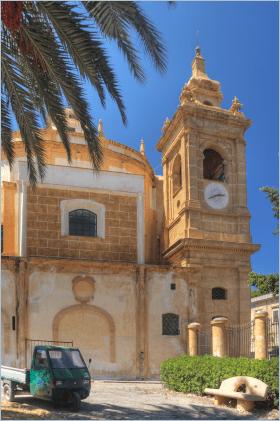 Sizilien - Santa Flavia - Die Basilica Soluntina di Sant'Anna ist Sitz der Kirchengemeinde. Blick auf die südöstliche Seite der Basilica