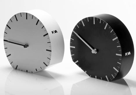 Tip to Adjust: Daylight Savings Time Clock