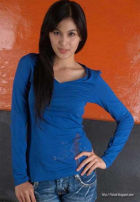 sandra dewi telanjang  foto on t-shirt