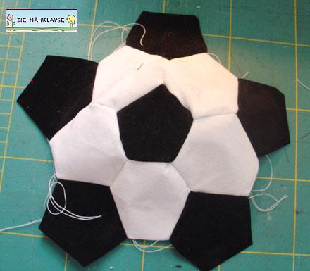 Kostenlose Nähanleitung: Luftballonhülle Fußball | Feines Stöffchen ...