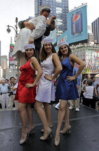time-square-kiss (5)