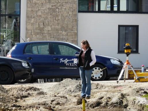 Brigitte Wüstinger auf der Baustelle Treffpunkt Wein, Daxa