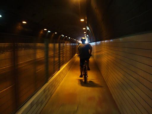 Túnel de acesso para os canais de Santos