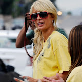 Paris Hilton performs community service with Hollywood Beautification Team (17).jpg
