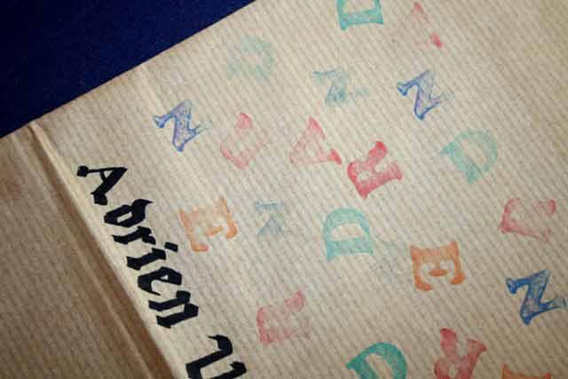 Couverture calligraphiée et décorée avec des lettres
