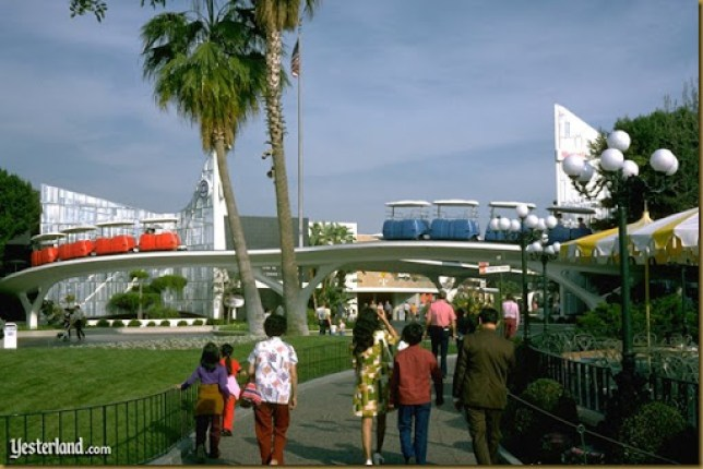 YL_peoplemover_entrance1974ww