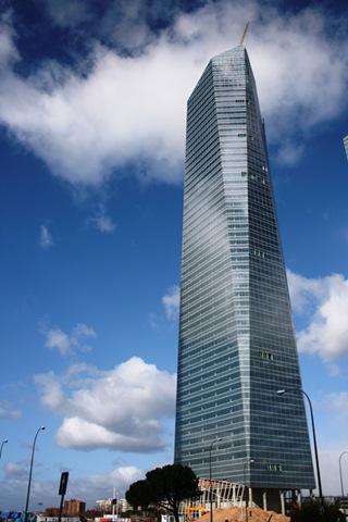 [torre-cristal-Cesar-Pelli-madrid[1].jpg]