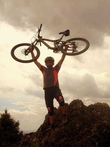 El hombre y la bici