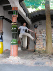 jump at hundertwasser toilet
