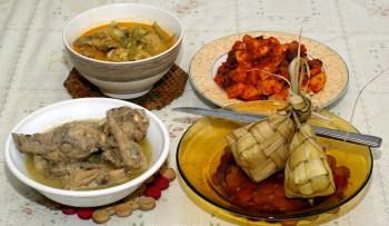 ketupat vs Gulai Nangka vs Opor vs Sambal goreng Hati & Udang