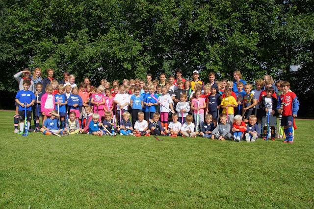deelnemers hockeystage augustus bij HCR