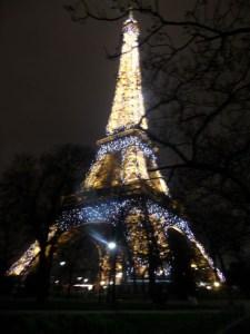 Eyfel kulesi gece aydınlatması