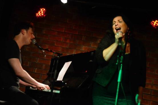 עפר והמורה לזמרה. צילום: יובל אראל