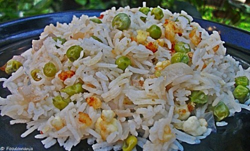 Peas Rice With Crunchy Cottage Cheese