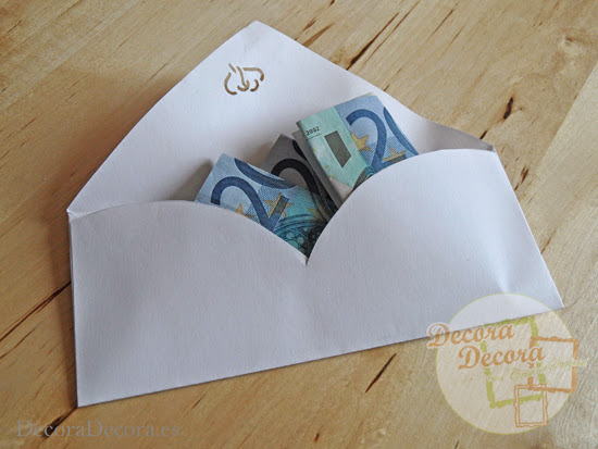 Hacer un sobre para regalar dinero.