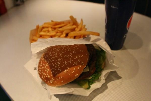 Burger-Menü für 110 Kronen