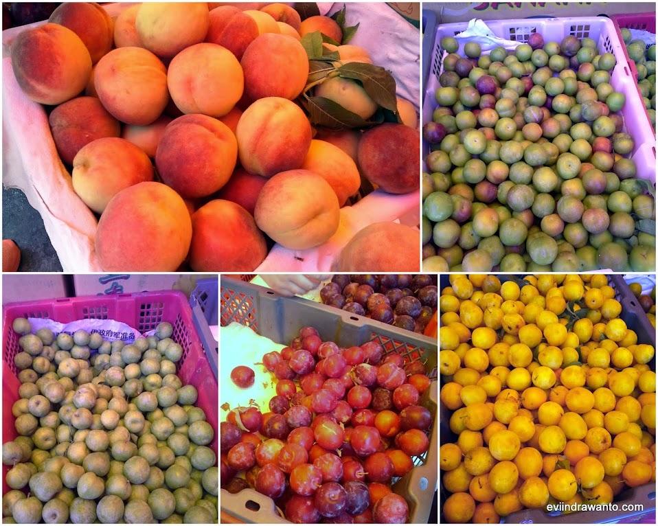 Belanja aneka buah selama perjalanan chengdu-jiuzhaigou yang menakjubkan