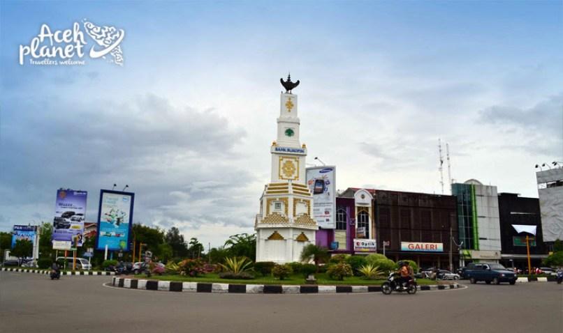 Tugu Simpang Lima Banda Aceh