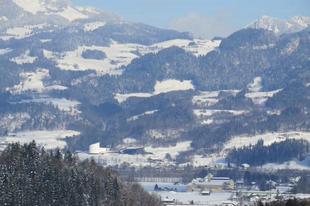 Blick auf das Passionsspielhaus im österreichischen Erl