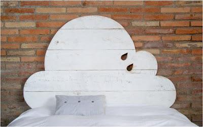 Cabecero de cama con forma de nube.
