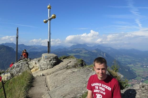 Ich mit beiden Gipfelkreuzen im Rücken