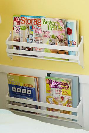 Organizar libros y revistas en el dormitorio.