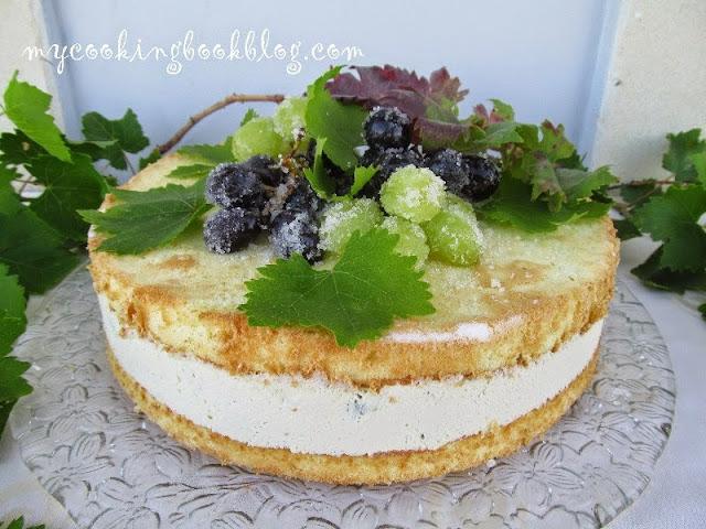 Торта (чийзкейк) с цедено кисело мляко, крема сирене и грозде