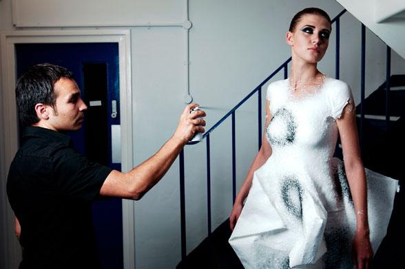 *Fabrican液態布料噴罐:人體彩繪衣服! 1