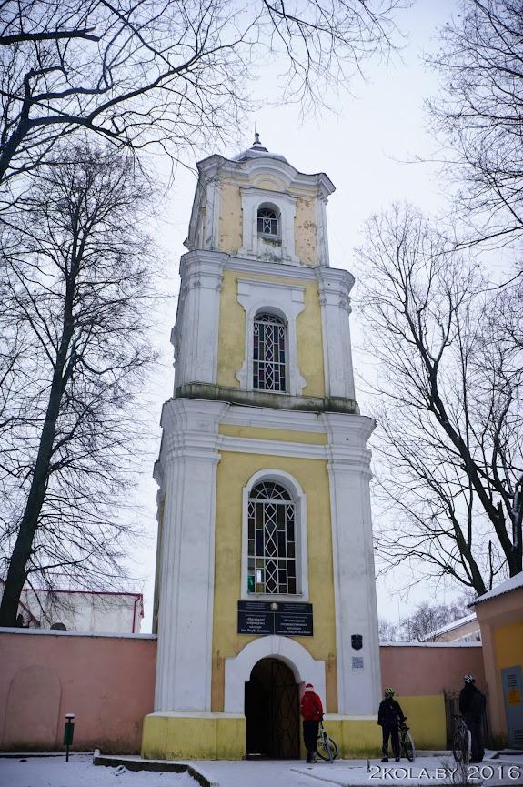 монастырь бенедиктинок: брама-колокольня