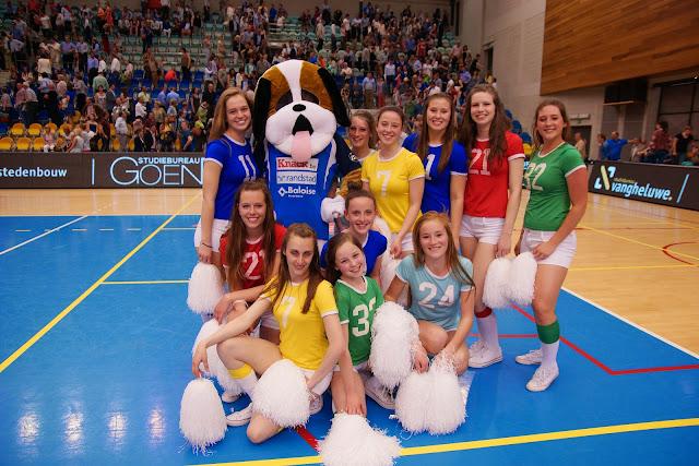 Team cheerleaders Knack Roeselare