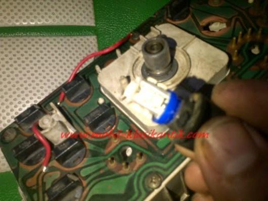 Ganti bolam indikator dengan bolam LED motor