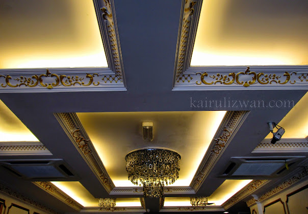 The ceiling at the reception. A classy look with a decent price