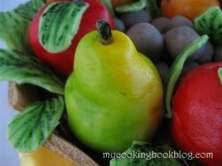 Торта буренце с есенни плодове